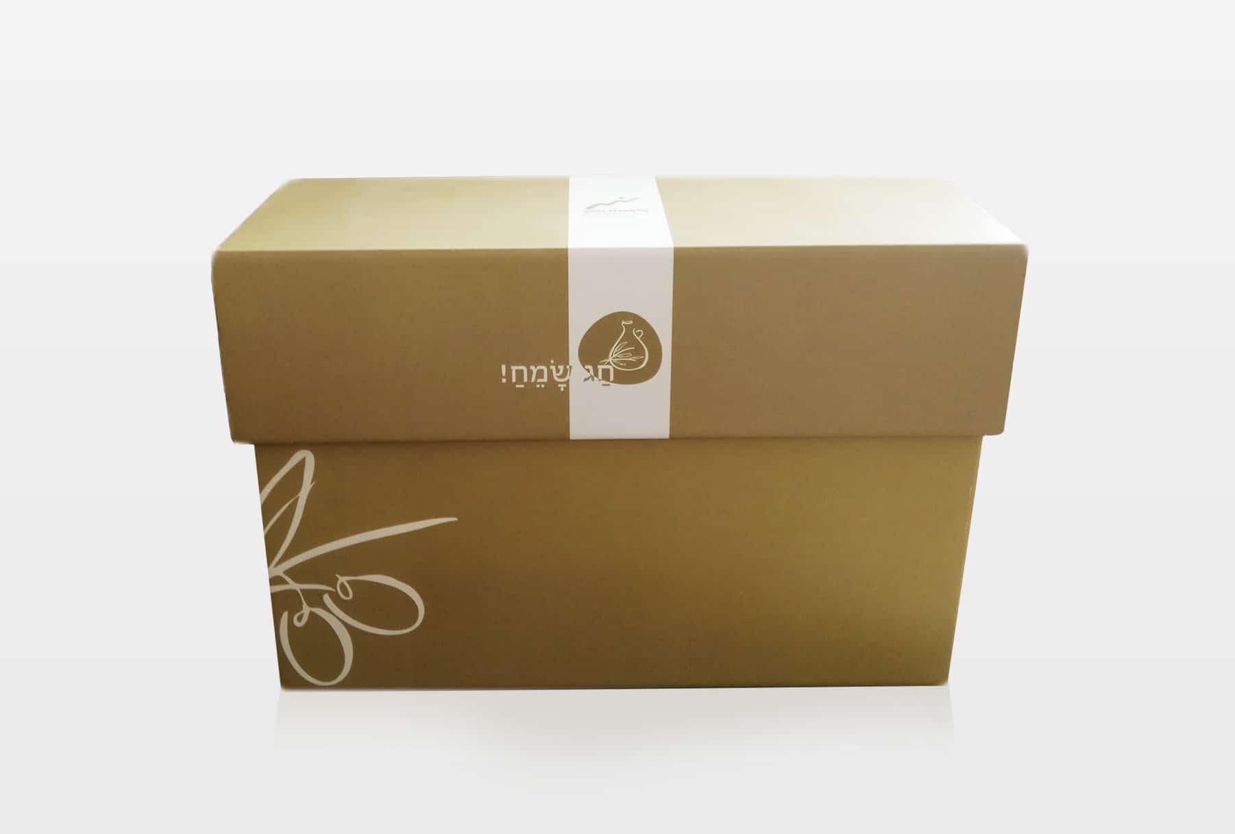 עיצוב וייצור מארזים קשיחים למתנות חג מקרטון גלי בעובי מילימטר לשמירה והגנה על המוצרים. המארז נועד למתנה בחג.