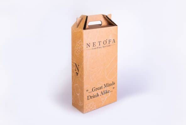 מארז לבקבוקי יין של יקב נטופה מחומר קשיח, עם ידית שעוצבה בצורה של תיק בעזרת ביג מיוחד