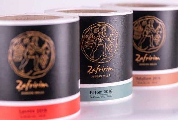 הדפסת מדבקות בגלילים וייצור תוויות יין ליקב Zafririm