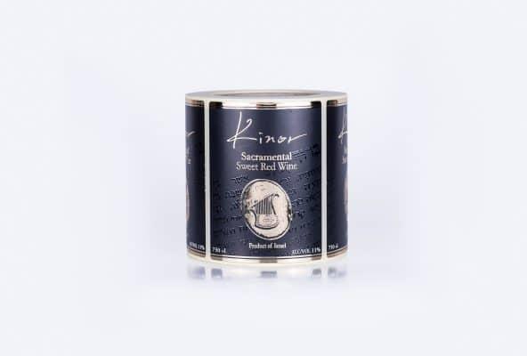 הדפסת גליל תוויות למהדורה יוקרתית של יינות של יקב 1818. הדפסת הרקע בשחור והכיתוב בצבע מוזהב מובלט שני פסים אפורים בצדדים.