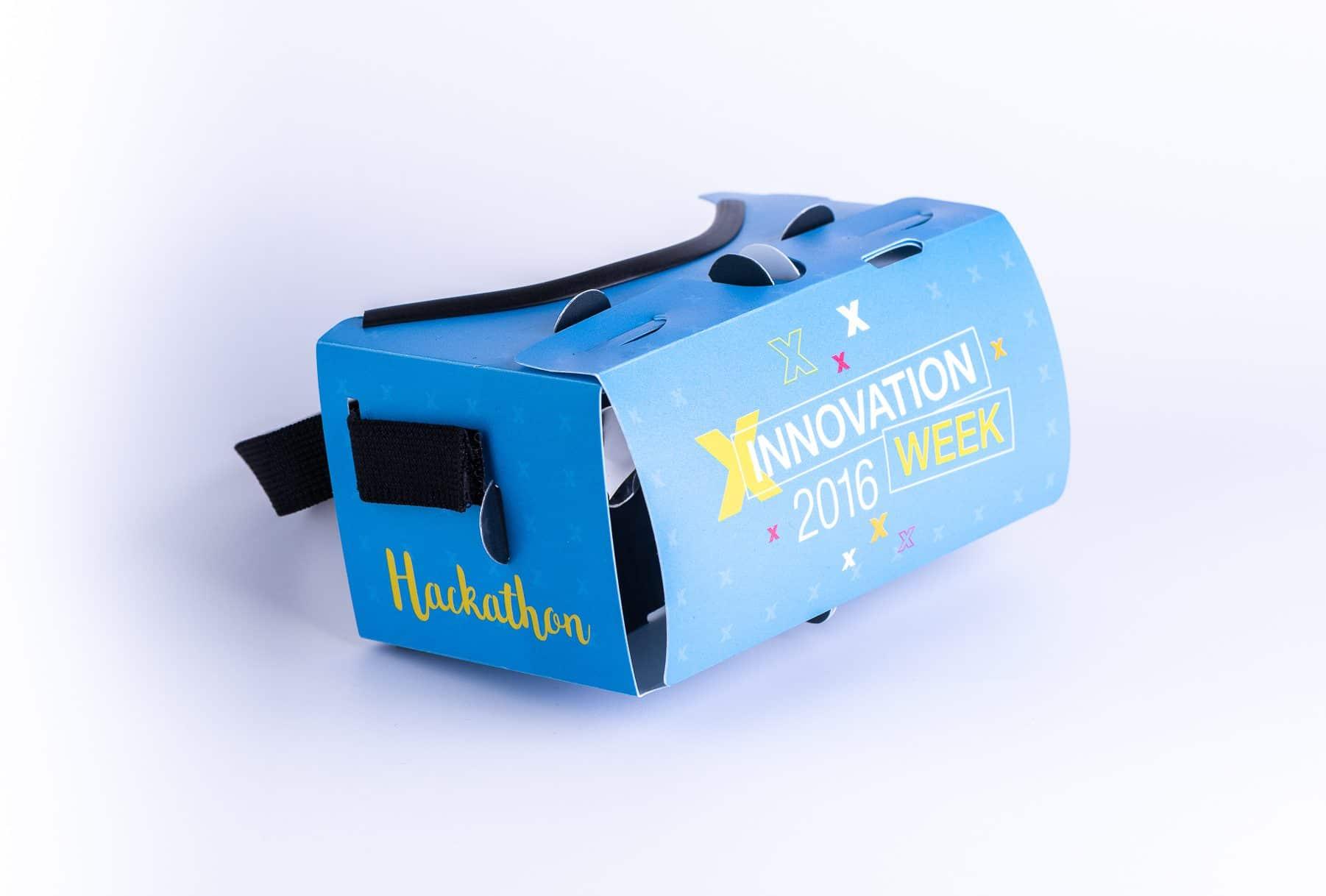 משקפי תלת מימד חדשני בצבע כחול שעשוי מקרטון וגומי