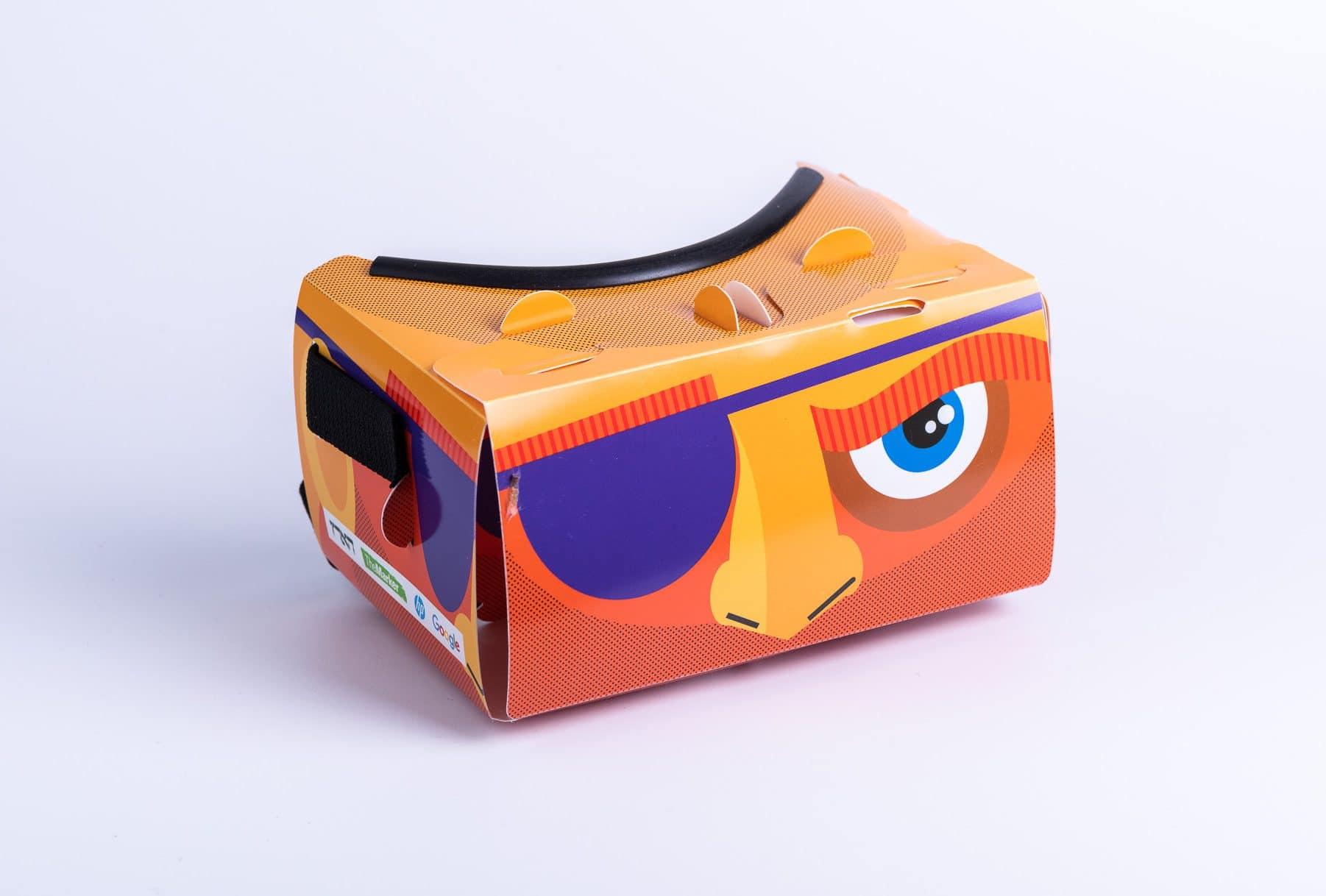 משקפי תלת מימד חדשני בצבע כתום שעשוי מקרטון וגומי