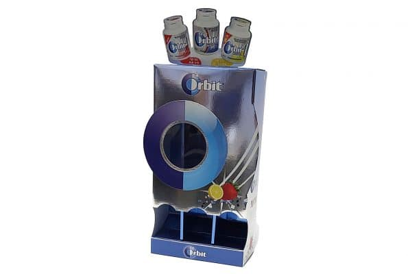 עיצוב יצירתי וייצור לאריזות קרטון ממותגות למסטיקים של חברת ORBIT. המארז עשוי מקרטון גלי ומכיל מספר קופסאות מסטיק בטעמים שונים וזה בנוי בצורה כזאת שברגע קופסא אחד נשלפת, קופסא השניה יורדת למטה. חיתוכים מיוחדים של הקרטון בעזרת שטנצים מיוחדים.