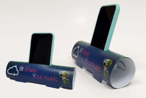 עמדות לטלפון נייד בצבע כחול מפוליפרופילן לחברת בזק עבור קמפיין BI SHARE YOUR MUSIC. ביג ושטנץ מיוחדים לחיתוך וקיפול.