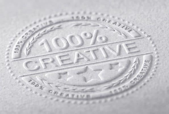 השבחות דפוס כולל הבלטה על מוצרים שונים בתעשייה