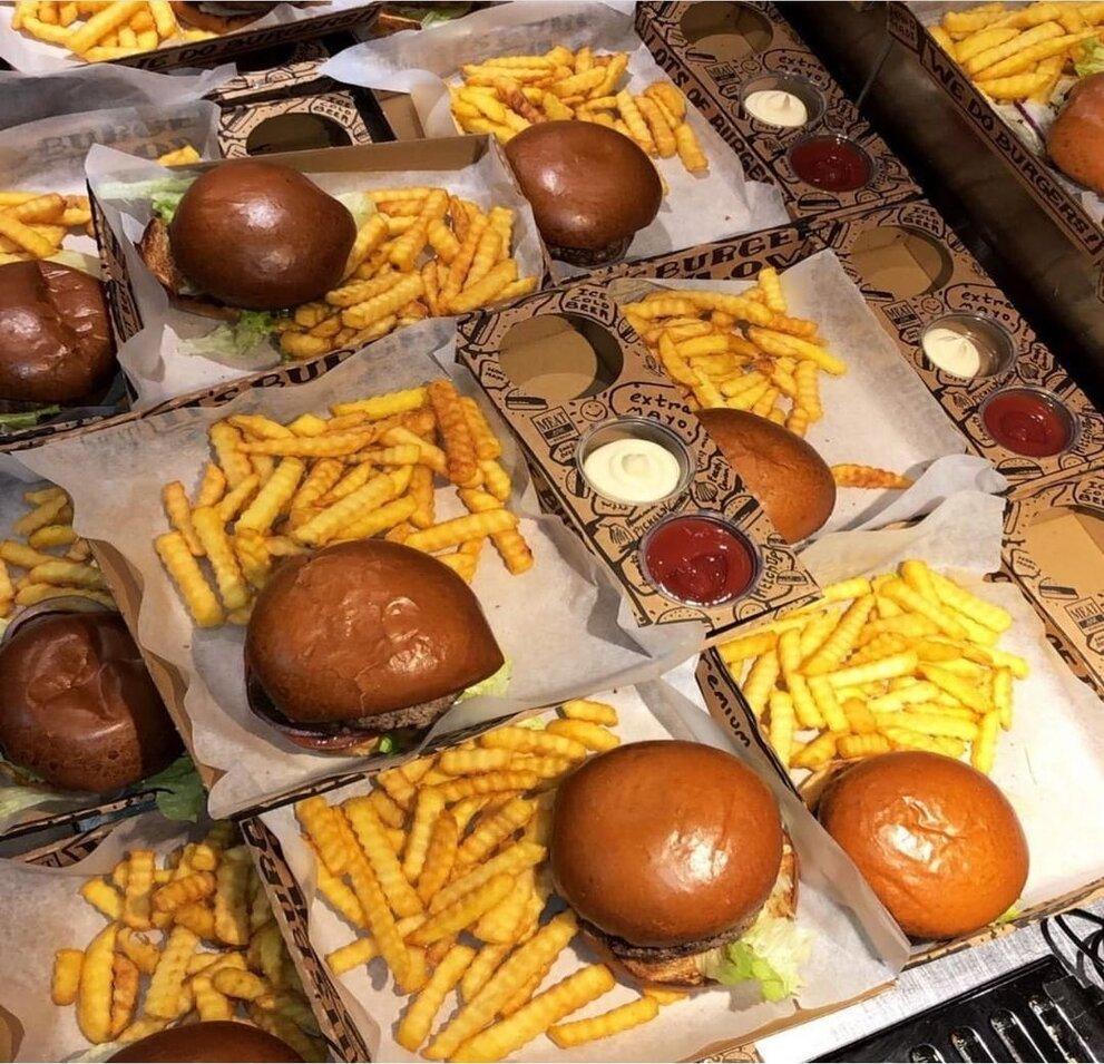 אריזות טייק אווי למסעדה של המבורגרים